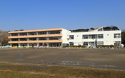 津知小学校